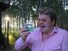 Aatos juopi Menneniä. KUVA: Marfa Paukku. Vapaa julkaisuoikeus - kuvaaja mainittava.